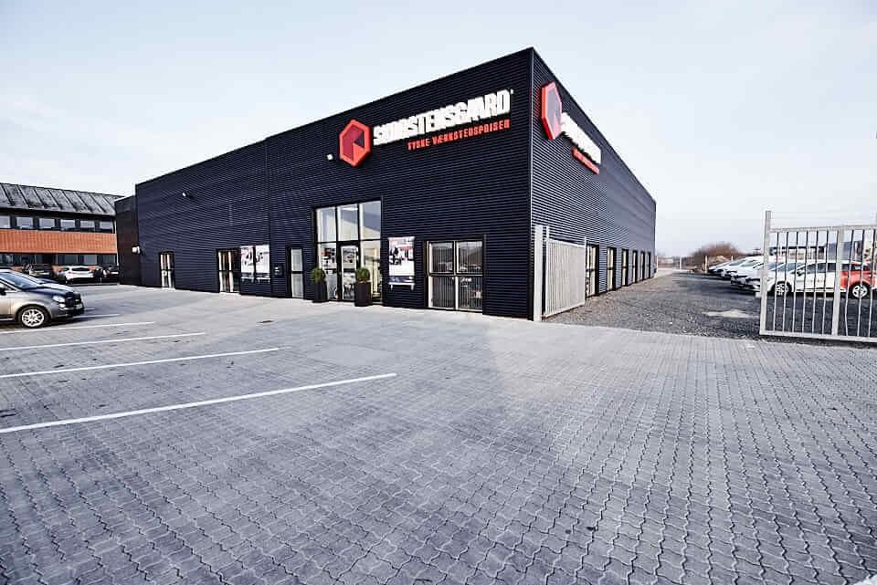 Skorstensgaard Aalborg ligger på Nibevej 54. Tæt på Aalborg Storcenter