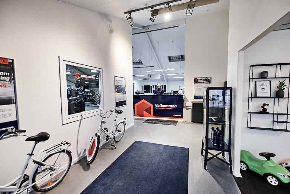 Skorstensgaard Ballerup er klar til at servicere dig og din bil på Energivej 24