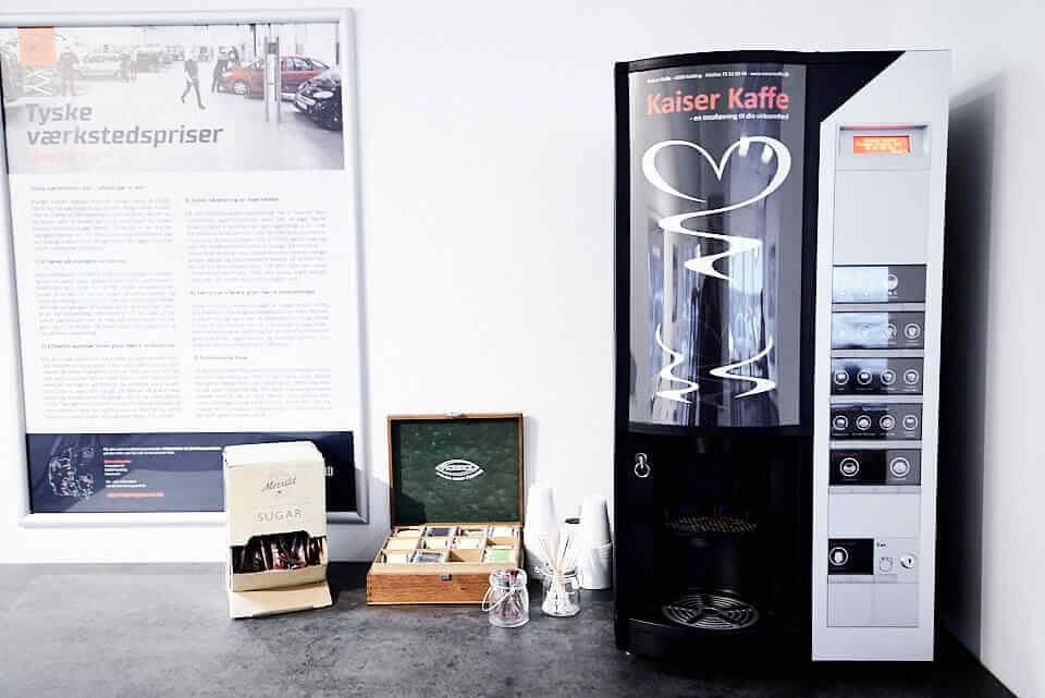 Nyd en god kop kaffe mens du venter hos Skorstensgaard i Ballerup