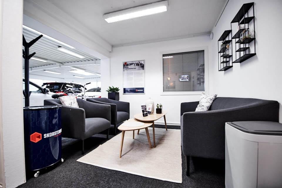Venterum hos Skorstensgaard Køge, vent her mens din bil er på værksted