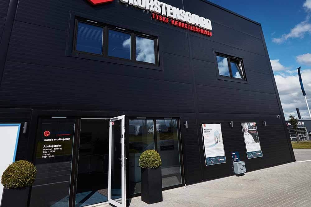 Indgang for kunder til vores indskrivning og værksted - Skorstensgaard Kolding