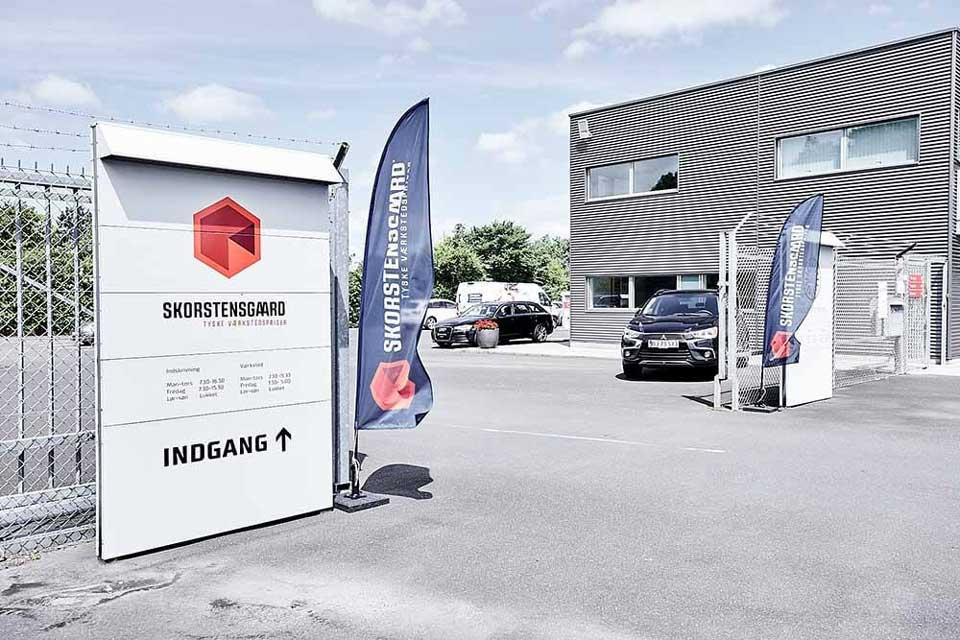 Indkørsel til Skorstensgaard Tåstrup - Store besparelser på bilreparation i København