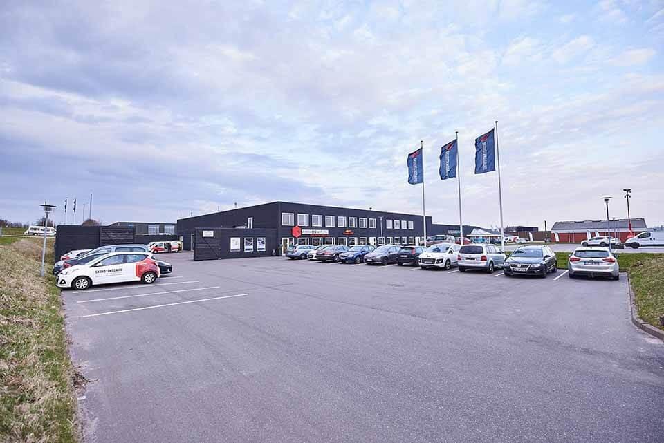 Skorstensgaard autoværksted i Vejle, parkering og indgang