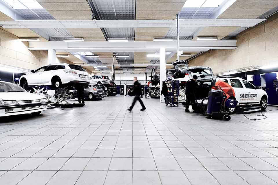 Skorstensgaard i Vejle udfører service og reparation på din bil til tyske værkstedspriser