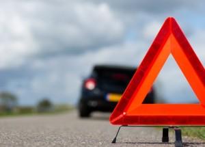 Advarselstrekant-motorproblemer-i-vejkant-service