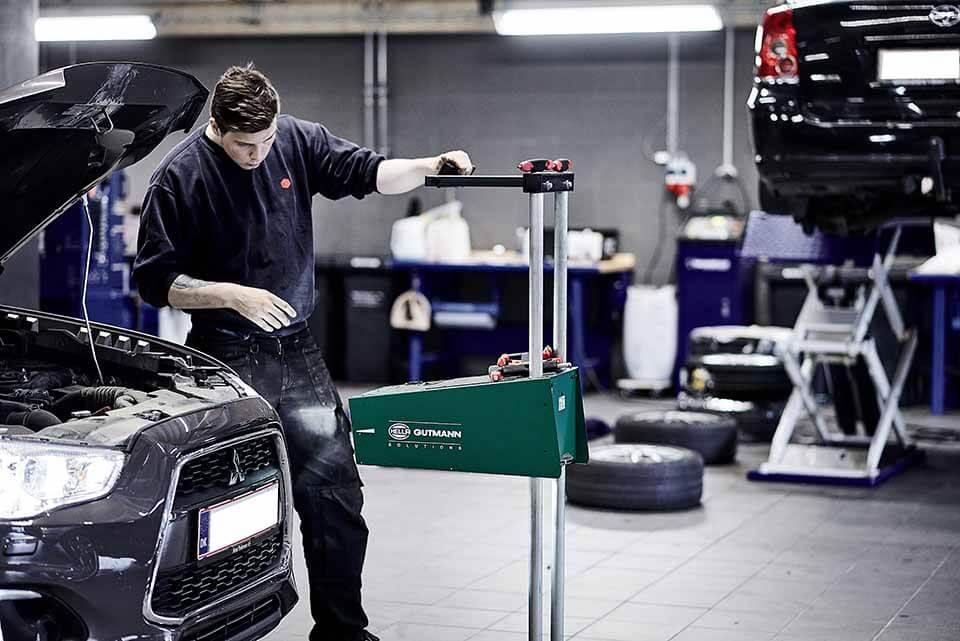 Mitsubishi på værksted hos Skorstensgaard autoværksted i Horsens