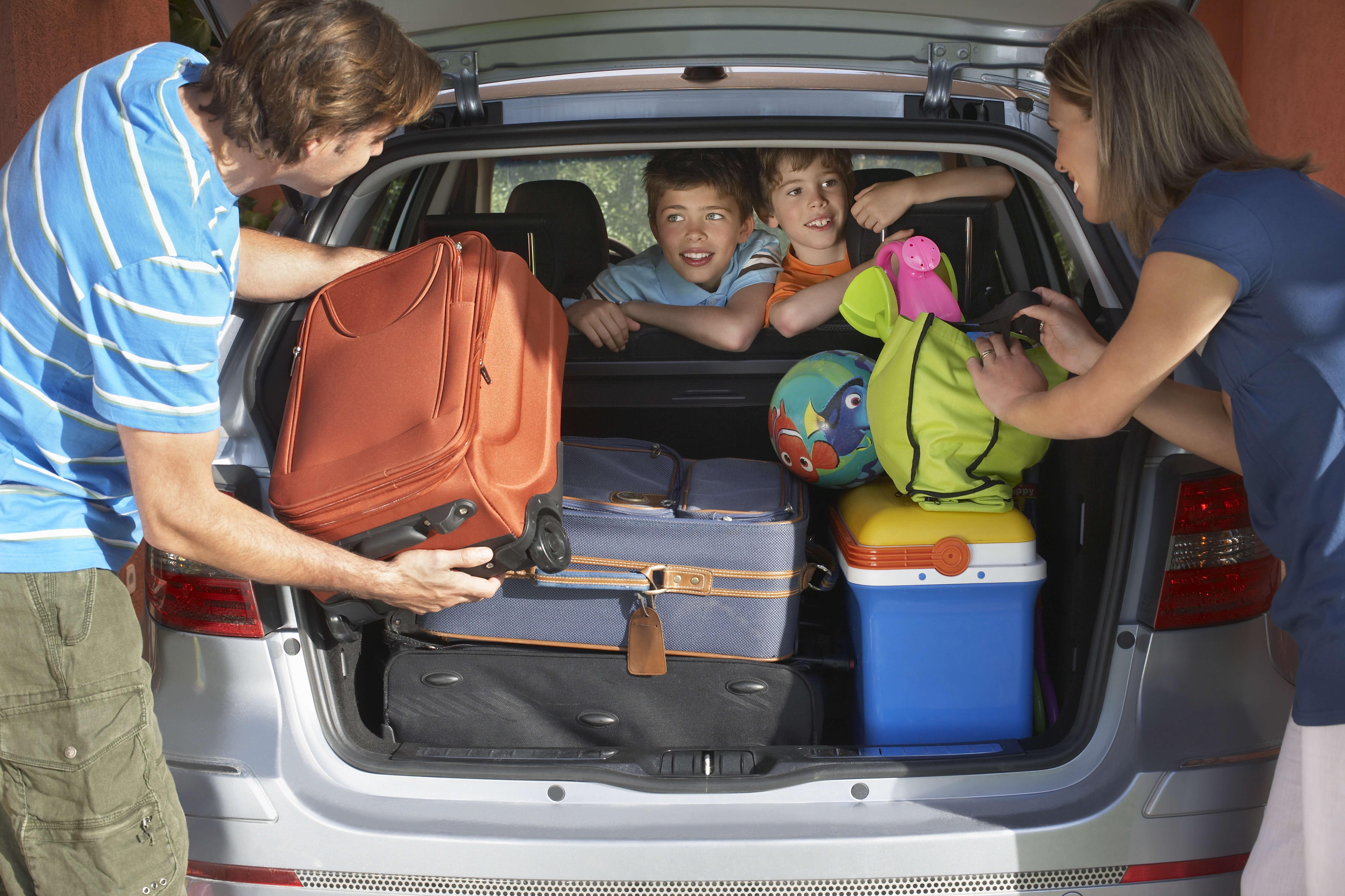 Pak bilen rigtigt til kør selv ferien så sikkerheden er i top når du kører over grænsen